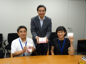 和三盆のお菓子と(砂長さんと高橋理事長)
