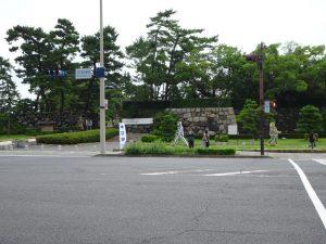 ことでん高松築港駅前